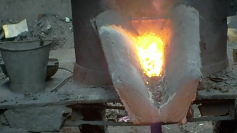 Metal tapping from cupalo furnace