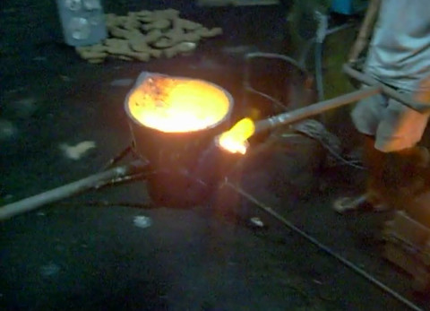 Metal pouring into mould cavity
